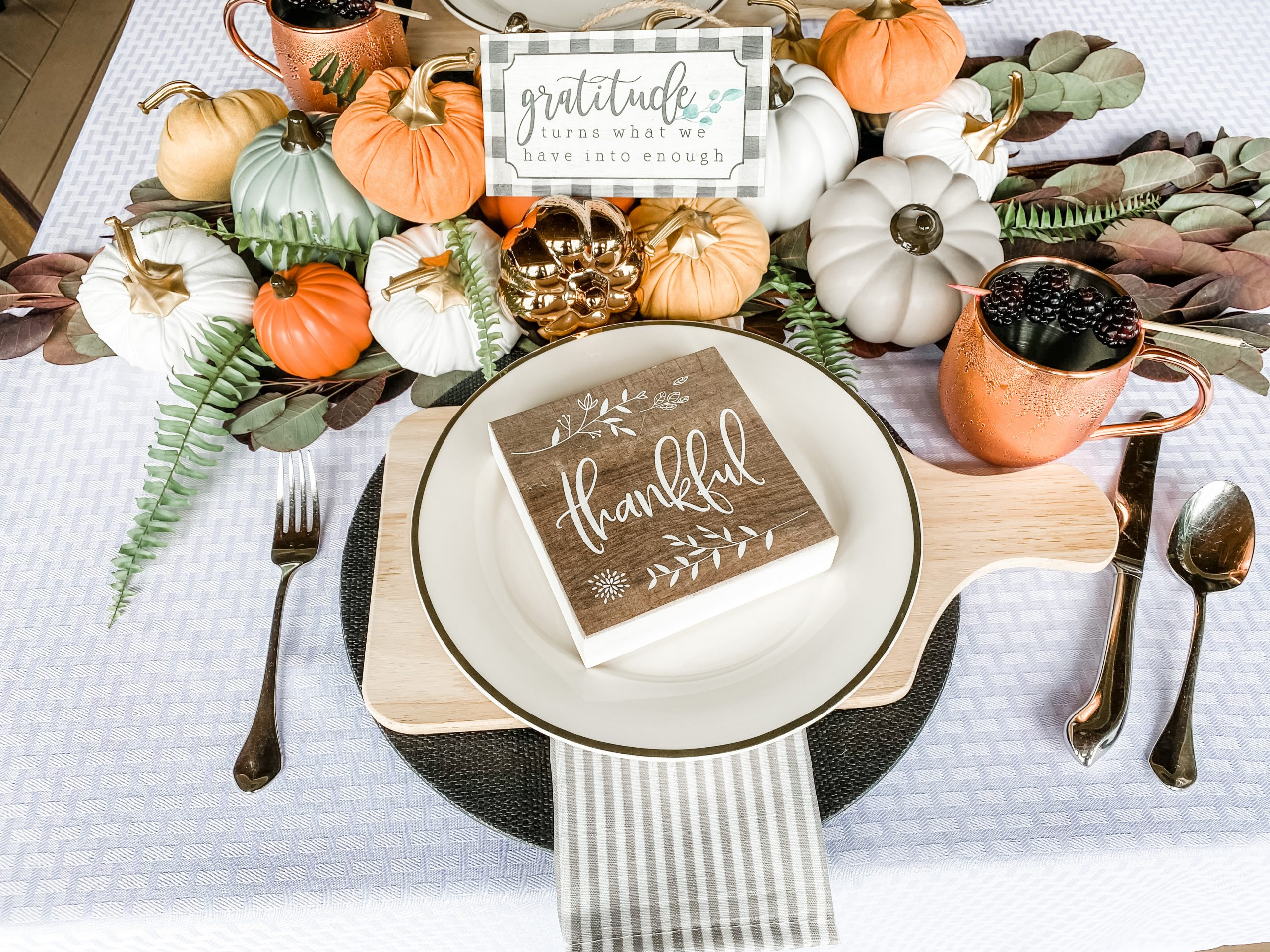 FALL TABLESCAPES WITH THE PERFECT TABLE FAVORS YOUR GUESTS WILL LOVE!